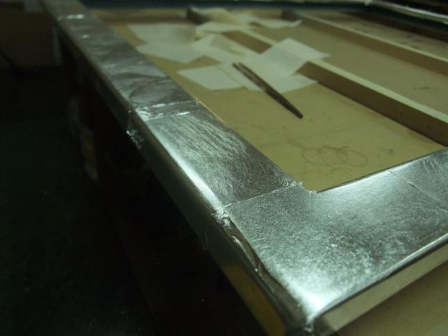 下地カシュー塗布に銀箔手貼り完了