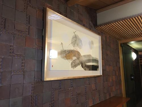玄関には荻野丹雪の抽象作品を